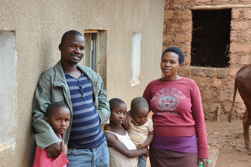 Emanuells familj hemma hos dem