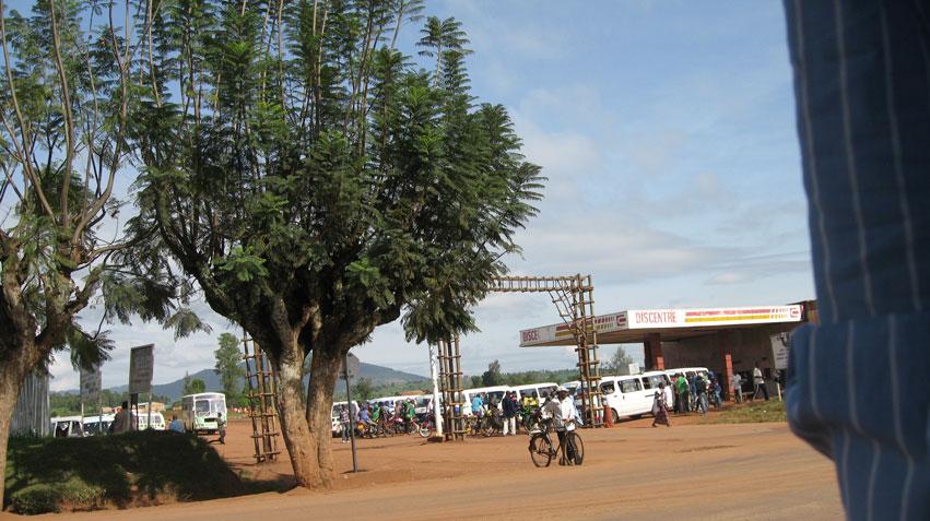 Samlingsplats för minibussarna (Taxi) och Moto (motorcykeltaxi)