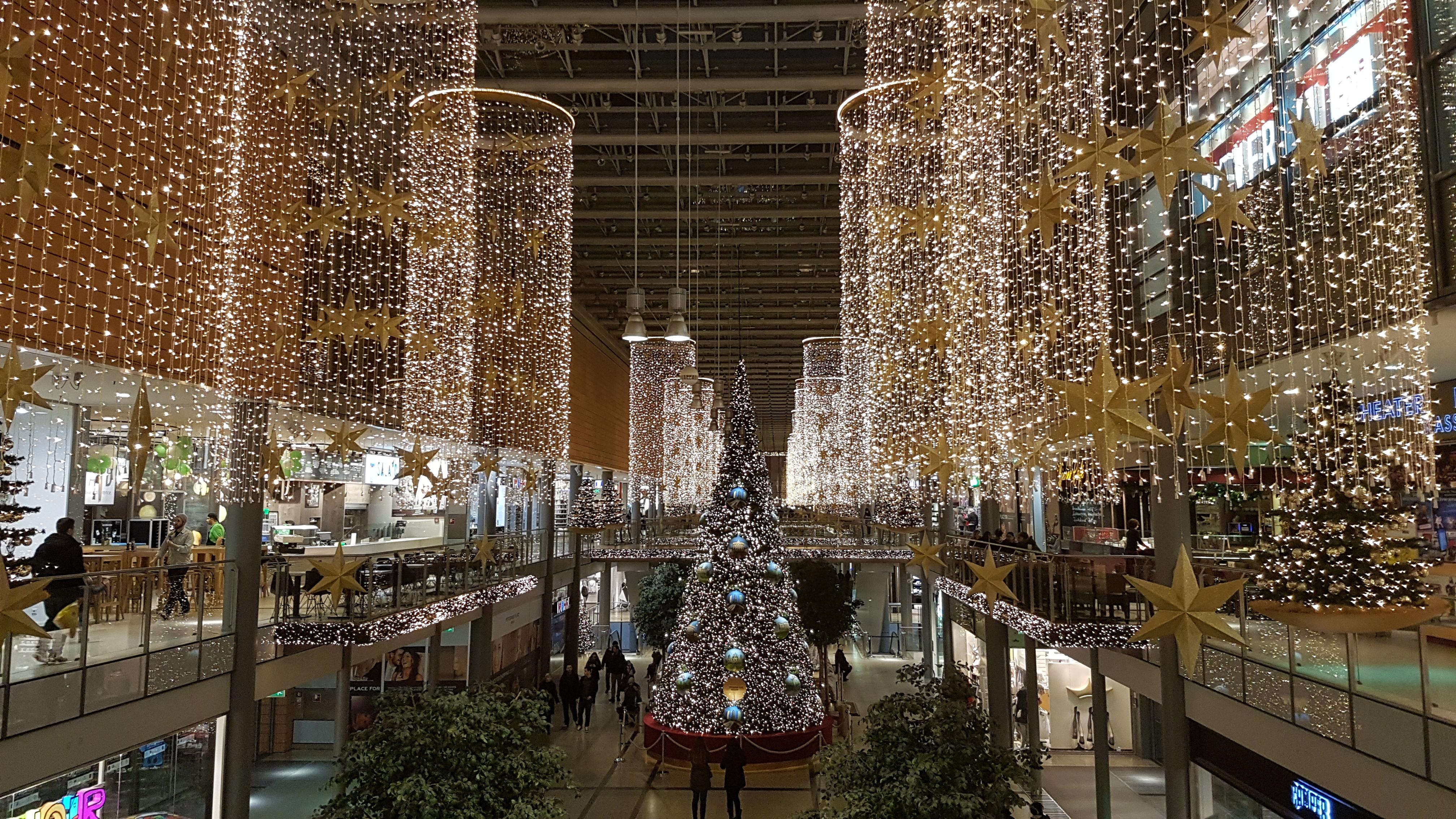 """Galleria potzdamer platz som gått """"all in"""" när det gäller julbelysning"""